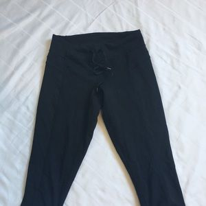 Lululemon Athletica cropped drawstring pants